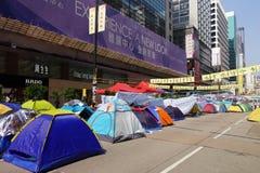 Οι διαμαρτυρόμενοι δημοκρατίας Χονγκ Κονγκ παλεύουν μακριά κύριό τους exec στοκ εικόνες με δικαίωμα ελεύθερης χρήσης