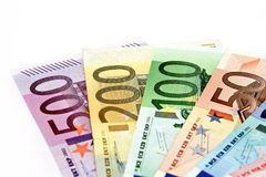 Οι διαφορετικοί ευρο- λογαριασμοί διαδίδονται έξω σε έναν πίνακα υπό μορφή α Στοκ φωτογραφίες με δικαίωμα ελεύθερης χρήσης