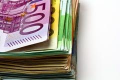 Οι διαφορετικοί ευρο- λογαριασμοί διαδίδονται έξω σε έναν πίνακα υπό μορφή α Στοκ φωτογραφία με δικαίωμα ελεύθερης χρήσης