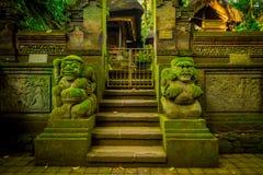 Οι λιθοστρωμένοι αριθμοί εισάγονται του δασικού αδύτου πιθήκων, μιας επιφύλαξης φύσης και ενός ινδού ναού σύνθετων σε Ubud, Μπαλί Στοκ φωτογραφία με δικαίωμα ελεύθερης χρήσης