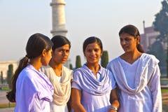 Οι ινδικοί λαοί επισκέπτονται Taj Mahal στην Ινδία Στοκ φωτογραφία με δικαίωμα ελεύθερης χρήσης
