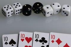Οι κάρτες και χωρίζουν σε τετράγωνα Εξαρτήματα για το παιχνίδι Στοκ φωτογραφία με δικαίωμα ελεύθερης χρήσης