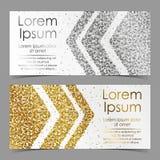 Οι κάρτες με τα βέλη από το χρυσό και ασημένιο κομφετί, σπινθηρίσματα, ακτινοβολούν και διάστημα για το κείμενο στο άσπρο υπόβαθρ Στοκ εικόνα με δικαίωμα ελεύθερης χρήσης