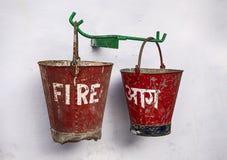 οι κάδοι βάζουν φωτιά σε &delt Στοκ Εικόνες