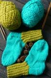 Οι κάλτσες, γυναικείες κάλτσες, χειμώνας, πλέκουν, χειροποίητος Στοκ φωτογραφίες με δικαίωμα ελεύθερης χρήσης