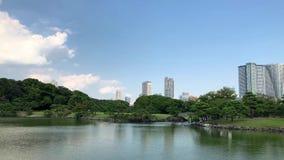 Οι κήποι Hamarikyu είναι ένας μεγάλος και ελκυστικός κήπος τοπίων στο Τόκιο, περιοχή Chuo, ποταμός Sumida, Ιαπωνία απόθεμα βίντεο