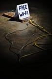 Οι κίνδυνοι της ελεύθερης WI-Fi στοκ φωτογραφία με δικαίωμα ελεύθερης χρήσης
