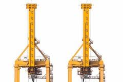 Οι κίτρινοι λιμενικοί γερανοί στο ναυπηγείο απομονώνουν στο άσπρο υπόβαθρο στοκ φωτογραφία με δικαίωμα ελεύθερης χρήσης