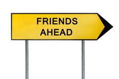 Οι κίτρινοι φίλοι έννοιας οδών υπογράφουν μπροστά Στοκ Φωτογραφία