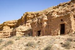 Οι καλύβες λάσπης έσκαψαν στο λόφο Ariza στην πόλη, επαρχία Σαραγόσα, Ισπανία Στοκ Φωτογραφία