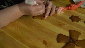 Οι καλύψεις γιαγιάδων βερνικώνουν το μελόψωμο την παραμονή των διακοπών φιλμ μικρού μήκους