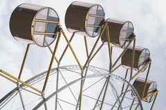 Οι καμπίνες ροδών Ferris ασυνήθιστες κοιτάζουν στοκ εικόνα με δικαίωμα ελεύθερης χρήσης