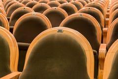 Οι καρέκλες στην αίθουσα συνεδριάσεων Εγκαταλειμμένη αίθουσα Στοκ φωτογραφίες με δικαίωμα ελεύθερης χρήσης