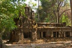 Οι καταστροφές ενός μικρού ναού στο ναό σύνθετο Angkor Wat, Καμπότζη Στοκ Φωτογραφία