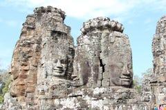 Οι καταστροφές ενός παλαιού ναού με τα κεφάλια και τα πρόσωπα πετρών σε Cambodi Στοκ φωτογραφία με δικαίωμα ελεύθερης χρήσης