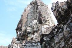 Οι καταστροφές ενός παλαιού ναού με τα κεφάλια και τα πρόσωπα πετρών σε Cambodi Στοκ φωτογραφίες με δικαίωμα ελεύθερης χρήσης