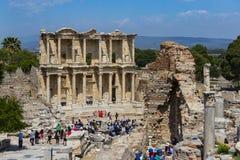 Οι καταστροφές της αρχαίας παλαιάς πόλης Ephesus η οικοδόμηση βιβλιοθηκών του Κέλσου, των ναών αμφιθεάτρων και των στηλών υποψήφι Στοκ εικόνα με δικαίωμα ελεύθερης χρήσης
