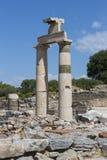Οι καταστροφές της αρχαίας παλαιάς πόλης Ephesus η οικοδόμηση βιβλιοθηκών του Κέλσου, των ναών αμφιθεάτρων και των στηλών Υποψήφι Στοκ Φωτογραφία