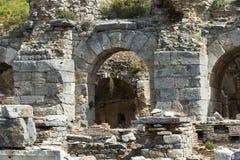 Οι καταστροφές της αρχαίας παλαιάς πόλης Ephesus η οικοδόμηση βιβλιοθηκών του Κέλσου, των ναών αμφιθεάτρων και των στηλών Υποψήφι Στοκ Φωτογραφίες