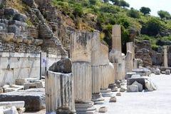 Οι καταστροφές της αρχαίας παλαιάς πόλης Ephesus η οικοδόμηση βιβλιοθηκών του Κέλσου, των ναών αμφιθεάτρων και των στηλών Υποψήφι Στοκ Εικόνες