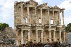 Οι καταστροφές της αρχαίας παλαιάς πόλης Ephesus η οικοδόμηση βιβλιοθηκών του Κέλσου, των ναών αμφιθεάτρων και των στηλών Υποψήφι Στοκ Εικόνα