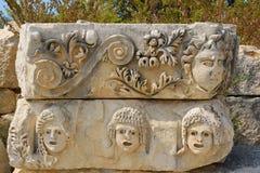 Οι καταστροφές της αρχαίας πόλης της Mira είναι τα κεφάλαια του βασίλειου Lycian Οι καταστροφές του ελληνορωμαϊκού αμφιθεάτρου στοκ εικόνες με δικαίωμα ελεύθερης χρήσης