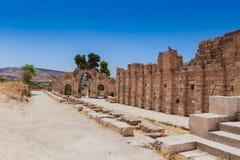 Οι καταστροφές της αψίδας Hadrain's σε Jerach, Ιορδανία, θερινός χρόνος, BL Στοκ Εικόνες