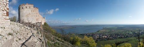 Οι καταστροφές του κάστρου Devicky στους λόφους Palava Στοκ φωτογραφία με δικαίωμα ελεύθερης χρήσης