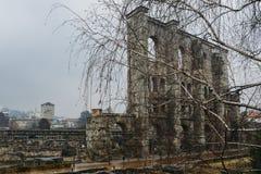 Οι καταστροφές του παλαιού ρωμαϊκού θεάτρου που χτίζεται προς το τέλος βασιλεύουν του Augustus σε Aosta, Ιταλία, μερικές δεκαετίε Στοκ Εικόνα