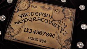 Οι κινήσεις Ouija μόνο και λένε το αριθ. ελεύθερη απεικόνιση δικαιώματος
