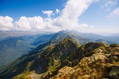 Οι κορυφές των βουνών στοκ εικόνα με δικαίωμα ελεύθερης χρήσης