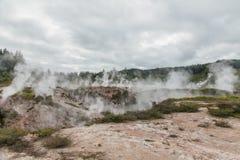 Οι κρατήρες του φεγγαριού - ένας περίπατος που βρίσκεται γεωθερμικός ακριβώς βόρεια Taupo Ο περίπατος χαρακτηρίζει τους κρατήρες  στοκ φωτογραφίες με δικαίωμα ελεύθερης χρήσης