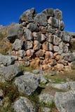 Οι κυκλώπειοι τοίχοι του υποβάθρου τοίχων λίθων Tiryns - της Πελοποννήσου Στοκ Φωτογραφία