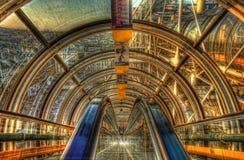 Οι κυλιόμενες σκάλες σηράγγων Κέντρων Πομπιντού, HDR Στοκ Εικόνες