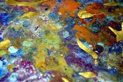 Οι κόκκινοι ιώδεις φωτεινοί μπλε παφλασμοί, ζωηρόχρωμα ζωηρά κέρινα χρώματα, αντιπαραβάλλουν το δημιουργικό υπόβαθρο Στοκ φωτογραφία με δικαίωμα ελεύθερης χρήσης