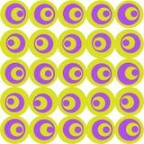 Οι κύκλοι γίνονται στο χρώμα πασχαλιών και ελιών σε ένα άσπρο υπόβαθρο Ένα απλό γεωμετρικό σχέδιο στοκ εικόνες