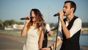Οι κύριοι τραγουδιστές της μουσικής ενώνουν την εκτέλεση υπαίθρια απόθεμα βίντεο