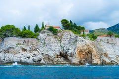 Οι κλίσεις Sveti Stefan στοκ εικόνα με δικαίωμα ελεύθερης χρήσης