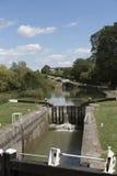 Οι κλειδαριές Hill του Καέν στο κανάλι Αγγλία UK Kennet & Avon στοκ εικόνες