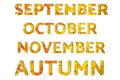 Οι λέξεις Σεπτέμβριος, Οκτώβριος, Νοέμβριος, φθινόπωρο, έκαναν από τις εικόνες φθινοπώρου με τα φύλλα σφενδάμου, που απομονώθηκαν απεικόνιση αποθεμάτων