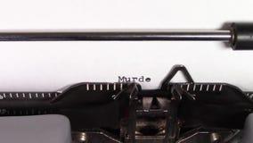 """Οι λέξεις """"δολοφονία 101 """"που δακτυλογραφούνται σε μια γραφομηχανή φιλμ μικρού μήκους"""