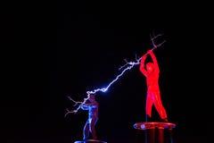 Οι Λόρδοι της ηλεκτρικής ενέργειας υψηλής τάσης αστραπής παρουσιάζουν Στοκ φωτογραφίες με δικαίωμα ελεύθερης χρήσης