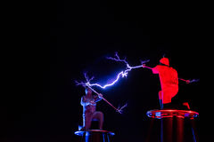 Οι Λόρδοι της ηλεκτρικής ενέργειας υψηλής τάσης αστραπής παρουσιάζουν Στοκ Φωτογραφία