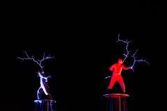 Οι Λόρδοι της ηλεκτρικής ενέργειας υψηλής τάσης αστραπής παρουσιάζουν Στοκ Εικόνες