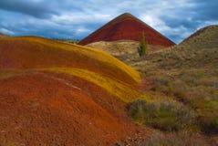 οι λόφοι Όρεγκον λόφων χρωμάτισαν το κόκκινο στοκ εικόνες