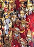 οι μάσκες μασκών της Ιταλίας εστίασης καρναβαλιού διορθώνουν τη Βενετία Στοκ Εικόνες