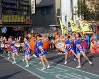 Οι μαζορέτες αποδίδουν κατά τη διάρκεια του φεστιβάλ φαναριών Στοκ Εικόνες