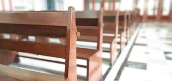 Οι μακριές καρέκλες στοκ εικόνα