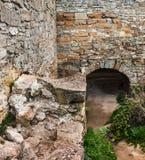 Οι μεσαιωνικές καταστροφές του φρουρίου Η μετάβαση υπό μορφή α Στοκ φωτογραφίες με δικαίωμα ελεύθερης χρήσης