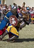 Οι μεσαιωνικοί ιππότες παλεύουν Στοκ φωτογραφία με δικαίωμα ελεύθερης χρήσης